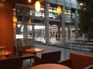 夕方のカフェ